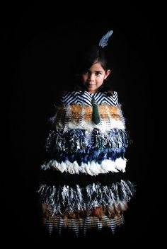 Korowai (Maori cloak) - Aotaroa (New Zealand) - Great to see the younger Maori women learning how to weave the cloaks, a complicated procedure Polynesian People, Polynesian Culture, Maori People, Long White Cloud, Maori Designs, New Zealand Art, Maori Art, Kiwiana, Thinking Day