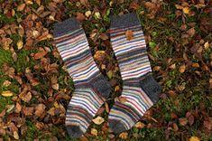 Pujoliivi: Räsymattosukkia Knitting Socks, Fashion, Knit Socks, Moda, Fashion Styles, Fashion Illustrations