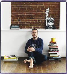 Quizá su cara te suene menos, pero has visto (y amado) sus icónicas ilustraciones. Es Jordi Labanda, el artista gráfico del momento, que nos da sus claves para comprar decoración en Internet. http://www.revistaad.es/decoracion/articulos/ecommerce-jordi-labanda/16806
