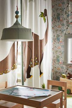 Gardiner kan enkelt förvandla ett sovrum till två och ge ditt barn lite avskildhet när det behövs. Dubbla lager förstärker känslan av ett separat rum – och gör att bägge sidor kan ha olika färger och motiv. TROLLBO Taklampa, ljusgrön. Baby Room Design, Kids Room, Nursery, Curtains, Modern, Home Decor, Room Kids, Blinds, Trendy Tree