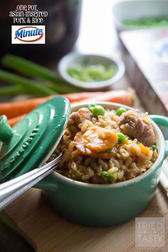 One Pot Asian-Inspired Pork & Rice // Use Minute® Brown Rice for this delicious and hearty meal. Powerful flavors come together to create and explosion of flavor. Perfect Asian-inspired dinner great any day of the week! Beef Recipes For Dinner, Easy Pasta Recipes, Pork Recipes, Asian Recipes, Cooking Recipes, Ethnic Recipes, Rice Recipes, Fast Healthy Meals, Easy Healthy Recipes