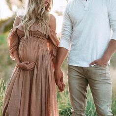 Maternity Strapless Shoulder Photoshoot Dress - Looks gestantes - Motherhood Maternity Photo Outfits, Outdoor Maternity Photos, Maternity Photography Outdoors, Maternity Clothing, Boho Maternity Dress, Maternity Photography Dresses, Maternity Shoots, Maternity Photoshoot Dress, Couple Maternity Photos