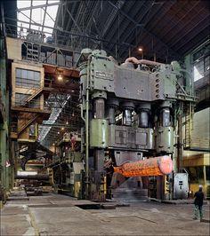 SOCIETA DELLE FUCINE; TERNI 12600 Tonnen Schmiedepresse, 12600 ton forging press.