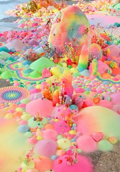 pip & pop - Candyland Landscapes installation by Aussie artist Tanya Schultz using sugar, glitter and plastic toys. Rainbow Wallpaper, Wallpaper Backgrounds, Iphone Wallpaper, Trendy Wallpaper, Art Pop, Candy Art, Rainbow Aesthetic, Peach Blossoms, Pretty Wallpapers