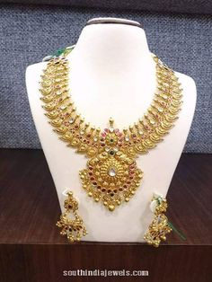 Latest Collection of best Indian Jewellery Designs. Gold Temple Jewellery, Gold Jewellery Design, India Jewelry, Indian Wedding Jewelry, Bridal Jewelry, Mango Necklace, Oriental, Golden Jewelry, Latest Jewellery