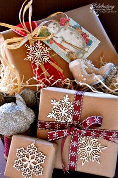 Vintage Inspired Glitter Christmas Card Craft, Easy Christmas Craft, How to Glitter a Card, Martha Stewart Glitter, Martha Stewart Glitter Tray
