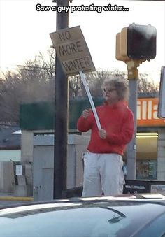 This guy hates winter so much he is protesting it. - Real Funny has the best funny pictures and videos in the Universe! Funny Shit, The Funny, Funny Stuff, Random Stuff, Freaking Hilarious, Daily Funny, Charlie Chaplin, Funny Images, Funny Pictures
