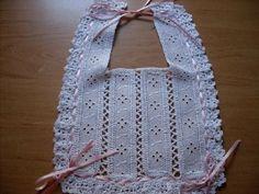 Ideas que mejoran tu vida Crochet Baby Bibs, Crochet Baby Sandals, Love Crochet, Crochet For Kids, Crochet Toys, Baby Knitting, Sewing Baby Clothes, Baby Kids Clothes, Baby Sewing