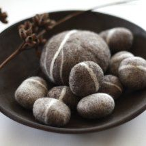 Felted Pebble Gift Set in Heathered Brown from delica