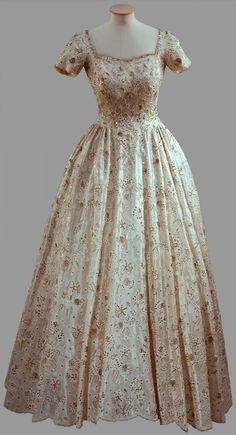 "Evening Dress for Princess Elizabeth, Norman Hartnell: Embroidered with National Emblems. ""The rose and thistle are the national emblems of England and Scotland and the daffodil symbolises Wales."""