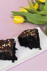 čokoládová bomba Cookies, Food, Crack Crackers, Biscuits, Essen, Meals, Cookie Recipes, Yemek, Cookie
