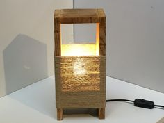 light made from pallets galerie Homemade Furniture, Diy Furniture, Craftsman Lamps, Diy Drawer Organizer, Bamboo Lamp, Living Room Light Fixtures, Wood Lamps, Diy Woodworking, Diy Home Decor