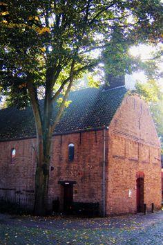 In de schaduw van de Markt ligt het Vrijthof. In het midden staat het oudste kerkje van Brabant, het Boterkerkje, gebouwd uit grote tufstenen blokken. Het romaanse zaalkerkje stamt uit de 11e eeuw en was oorspronkelijk een Mariakerk. Vanaf 1648 werd het gebouw gebruikt als boterwaag. Het torentje werd in 1786 toegevoegd. Sinds 1801 is het kerkje in protestantse handen; de katholieken kregen toen de grote Sint Pieterskerk terug. Gerestaureerd in 1961.