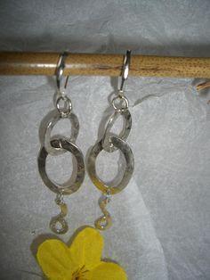 individuelle Ohrringe aus gehämmertem Silber