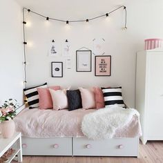 Small Bedroom Storage Ideas - Creative Storage Ideas for Small Businesses . Small Bedroom Storage Ideas - Creative storage ideas for small bedrooms # organize Source by tibadk Small Bedroom Organization, Small Bedroom Storage, Small Room Bedroom, Trendy Bedroom, White Bedroom, Modern Bedroom, Bedroom Girls, Bedroom Bed, Modern Teen Bedrooms