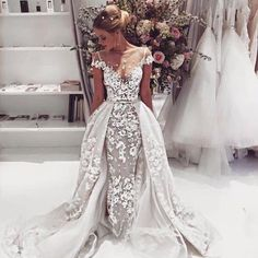 "2,584 aprecieri, 147 comentarii - Munaluchi Bride (@munaluchibride) pe Instagram: ""This is a gorgeous #weddingdress by @bertabridal. What do you think? _ #munaluchibride #stylish"""