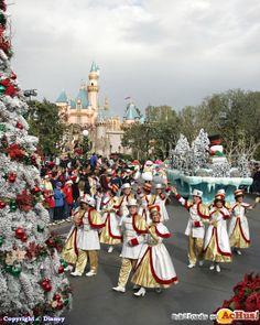 El espíritu de la navidad brillara más que nunca en Disneyland Resort.