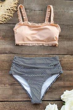 Show more of your feminine side with our Ruffled Bandeau Bikini With High-Waisted Bottom. The bandeau bikini top is solid printed and ruffled designed. High-waisted striped bottom provides all day long comfort. Mini Bikini, Bandeau Bikini, Sexy Bikini, Bikini Dos Nu, Bikini Rose, Bikini Floral, Boyshort Bikini, Monokini, Bikini Jaune