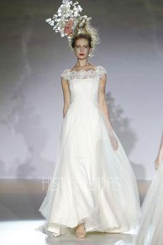 Desfile Vestidos de Novia 2013 Raimon Bundo. Coleccion Hacia La Luz. Barcelona Bridal Week. - Diana