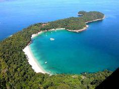 """A praia de Jurubaíba, na Ilha da Gipóia, em Angra dos Reis-RJ, apelida de """"Praia do dentista"""", é a escolha de nove entre dez donos de barco. #OndeIrComASuaVentura"""