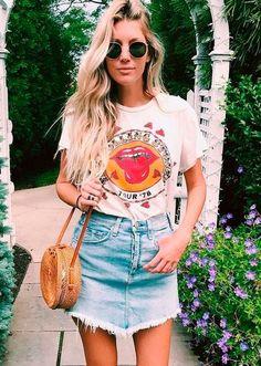 Saia jeans, t-shirt e bolsa de palha é uma das apostas para os dias mais quentes