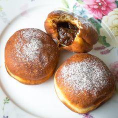 Zapečené maso sbramborem asmetanou | Koření od Antonína Doughnut, Hamburger, Cheesecake, Treats, Sweet, Desserts, Food, Sweet Like Candy, Candy