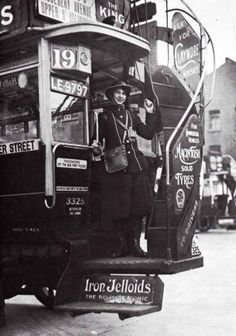 Women on the Home Front in World War One Vintage London, Old London, London Bus, London History, British History, Asian History, Tudor History, Ancient History, Old Pictures