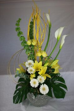 Love this floral table centre. The vase can be illuminated as well!