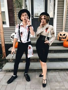 dead Bonnie and Clyde Halloween costume - Halloween makeup scary - Hybrid Elektronike totes Bonnie und Clyde Halloween Kostüm - Halloween Make-up gruselig - Costume Halloween, Creepy Halloween Party, Couples Halloween, Trendy Halloween, Fete Halloween, Halloween 2018, Halloween Makeup, Homemade Halloween, Halloween Customs