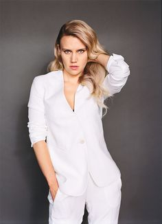 Beautiful Kate McKinnon ~ I love her in this outfit