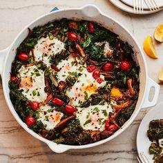 Thanksgiving Breakfast Recipe: Mushroom and Kale Breakfast Skillet Breakfast Skillet, Breakfast Recipes, Paleo Breakfast, Breakfast Ideas, Kale Recipes, Healthy Recipes, Pizza Recipes, Healthy Food, Skillet Meals