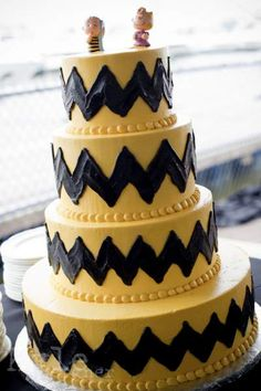 charlie brown wedding cake. Kate's note: I need a smaller one for a birthday.