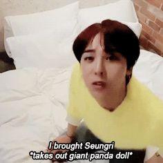 Awwww. I wish g-dragon would buy me a Panda plushie T^T