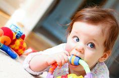 Joaca cu micutulJoaca este unul dincele cele mai importante activitati ale bebelusilor. Ei au nevoie de timp pentru a se juca, atat singuri cat si cu parintii sau alti copii. Diferitele activitati facute in joaca, cum ar fi pictatul, coloratul, desenatul pot fi incluse zilnic in programul copilului, astfel stimulandu-i creativitatea si imaginatia. Lasa copilul sa se joace cu jucarii de plus, astfel copilul va fi in siguranta, si el va trai in lumea sa,  www.patuturi.ro