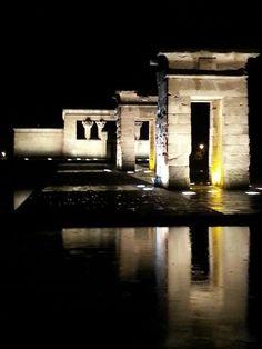 Templo de Debod #Madrid foto de Bittor Gamero para Tod@s Callejeando #CallejeandoMadrid http://on.fb.me/1fm7JA8 pic.twitter.com/9q4eGWx6Co