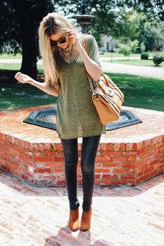 V-neck Tunic, Skinnies, Booties, and Oversized Tote. Perfect outfit for fall.