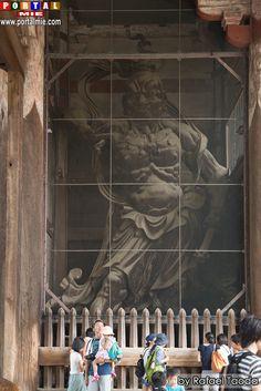A maior estátua de Buda do Japão. Confeccionada em bronze, tem 15 metros de altura. Localizada em Todaiji: O templo do Buda gigante em Nara. Fonte: Portal Mie