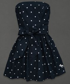 Want this for summer... This. I have one like it but it is light blue, has stripes and has a bow on the top instead of like a belt.