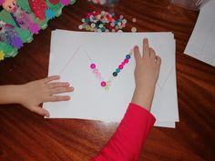 Activități de coordonare și motricitate fină copii. Activități distractive, prin joacă. – Curioși de mici Marker, Plastic Cutting Board, Cards, Markers, Maps, Playing Cards