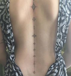 27 Of The Most Beautiful Spine Tattoo Ideas That Perfectly Accentuate The Elegan. - 27 Of The Most Beautiful Spine Tattoo Ideas That Perfectly Accentuate The Elegant Curves Of Our Bac - Haut Tattoo, Simbolos Tattoo, Tattoo Trend, Tattoo Fonts, Piercing Tattoo, Piercings, Tattoo Quotes, Rune Tattoo, Unalome Tattoo