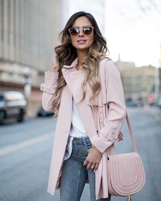 Choose a pink bag with your favorite outfits, is already look chic and give you a stylish look. And for feminine look pair it with simple dress and high heels. Here are fashionable ways to wear pin… Pink Outfits, Mode Outfits, Fashion Outfits, Womens Fashion, Petite Fashion, Curvy Fashion, Casual Outfits, Light Pink Coat, Light Pink Purse
