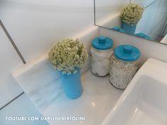 Potes de conserva viraram potinhos lindo para o banheiro.