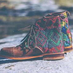 Boho spirit Fair-trade customizable leather boots handmade in Guatemala. The fabrics that you can choose for the side panels are gorgeous. Boho Mode, Mode Hippie, Look Boho, Bohemian Style, Bohemian Fashion, Boho Chic, Bohemian Boots, Gypsy Boots, Gypsy Style