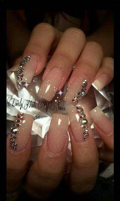 Elegantes uñas acrílicas