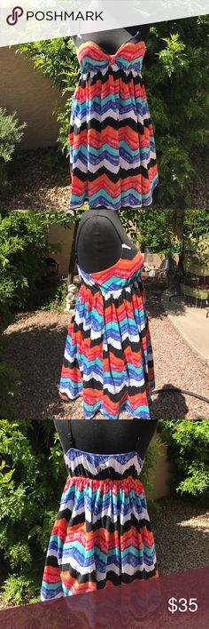 Vans Beach Dress You've found your perfect summer dress! Wear it as a cover up over a baiting suit or to a summer beach party 🎉 accentuates your bodice but still flowy and comfy. Bought at the Vans store. I'm open to offers 🌺❤️ NEXT BUSINESS DAY SHIPPING 👗 Vans Dresses Mini