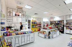 """La tienda de dulces """" La Sala Caramelo """" , que se encuentra en Australia, necesitaba una remodelación en el interior. Y esto se hizo muy bien por Grupo de Diseño de Red , que creó un mueble totalmente en negro y blanco. Como si toda la tienda era una hoja de papel, donde un niño ha hecho varios dibujos !"""