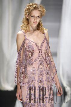 Zuhair Murad Fall-winter 2007-2008 - Couture - http://www.flip-zone.com/fashion/couture-1/fashion-houses/zuhair-murad,187