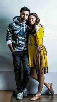 Bollywood Couples, Bollywood Photos, Indian Bollywood, Bollywood Stars, Bollywood Celebrities, Bollywood Actress, Funny Couple Poses, Couple Posing, Deepika Ranveer