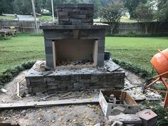 Want to see an amazing outdoor fireplace built entirely by a DIY homeowner? Read about the work this Georgia homeowner put into this gorgeous Pima II fireplace. He used a DIY construction plan and didn't have to guess how to build it. Build Outdoor Fireplace, Diy Fireplace, Fireplace Design, Outdoor Fireplaces, Backyard Patio Designs, Backyard Landscaping, Backyard Ideas, Fire Pit Backyard, Outdoor Gardens