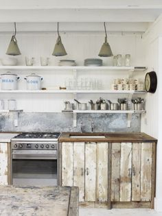 Rustic & beachy industrial kitchen / dining The White Cabin - The Big Cottage Company New Kitchen, Kitchen Dining, Kitchen Decor, Kitchen Ideas, Kitchen Rustic, Rustic Farmhouse, Reclaimed Kitchen, Vintage Kitchen, Distressed Kitchen